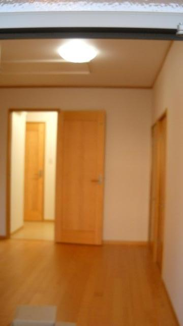 大阪府河内長野市 リフォーム 床 お部屋のなかはどこのお部屋も木のぬくもりに溢れています。 広々清潔なお部屋に仕上がりましたので、これからこちらのお家でゆったりをお過ごしいただけることでしょう。